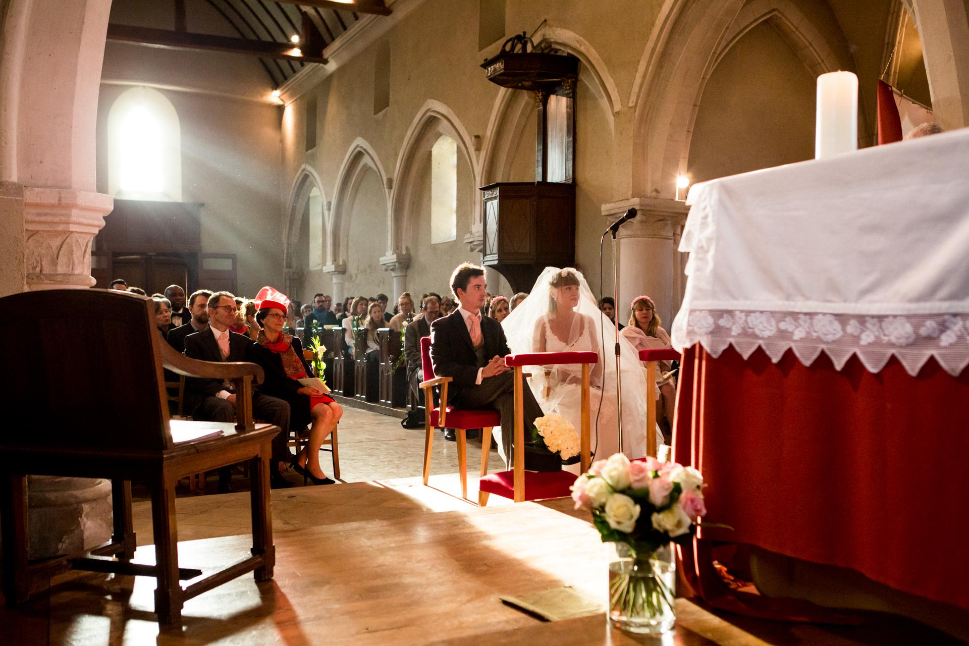 photographe de mariage à l'église en normandie