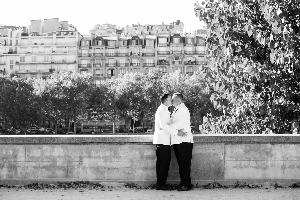 Mariage à Paris sur la Seine - same sex elopement wedding in paris france