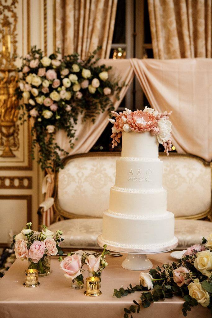 mariage oriental au Pavillon de la Comtesse du Barry pièce montée