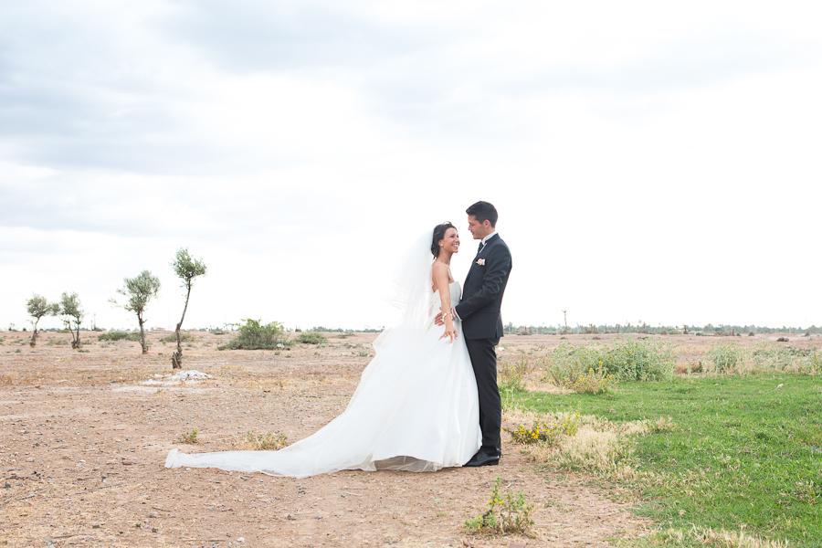 Agence de wedding planner Com'une orchidée, Photos de couple dans la palmeraie, mariage Charlène & Johann Ramaré,