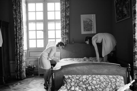 aujourdhui cest leur belle crmonie en bourgogne que je vous propose de parcourir un petit saut au chteau de sully pour un mariage pluvieux mais plein - Chateau De Sully Mariage
