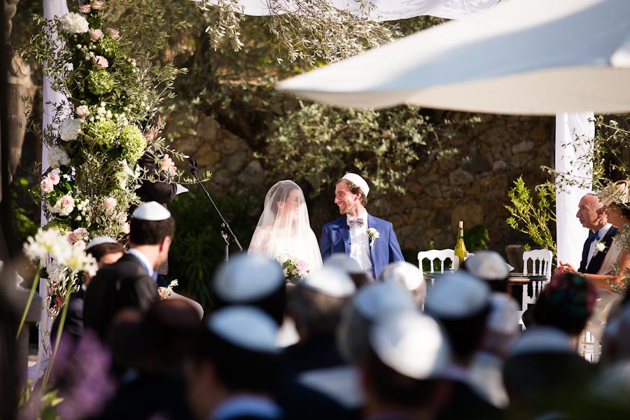 Mariage en Provence au Château Font du Broc - cérémonie juive en extérieur