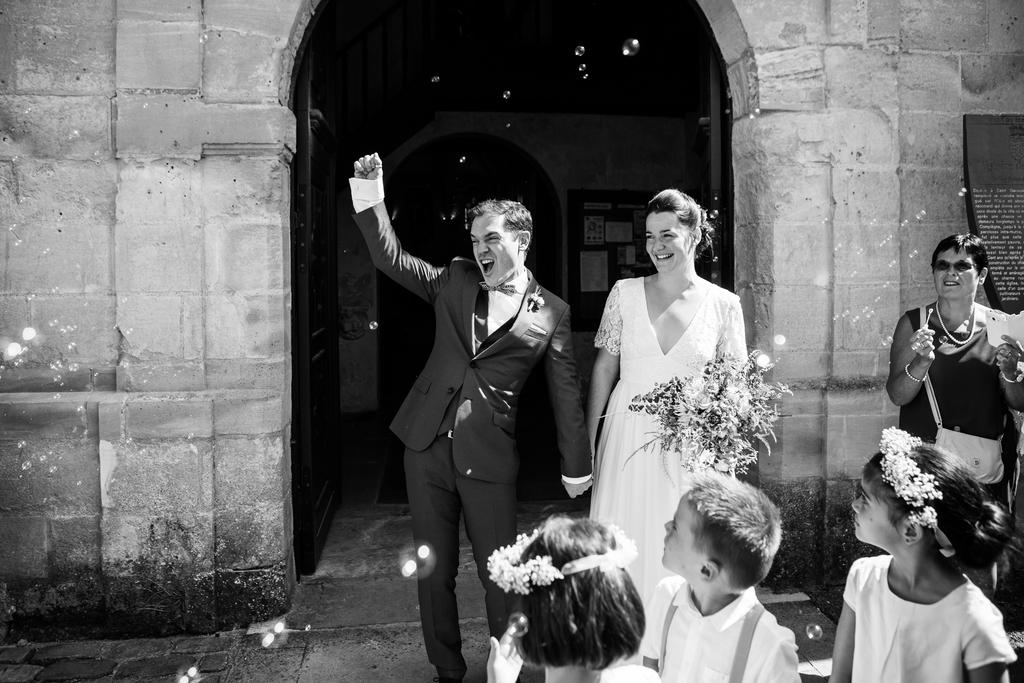 photographe mariage à compiègne dans l'Oise sortie de l'église