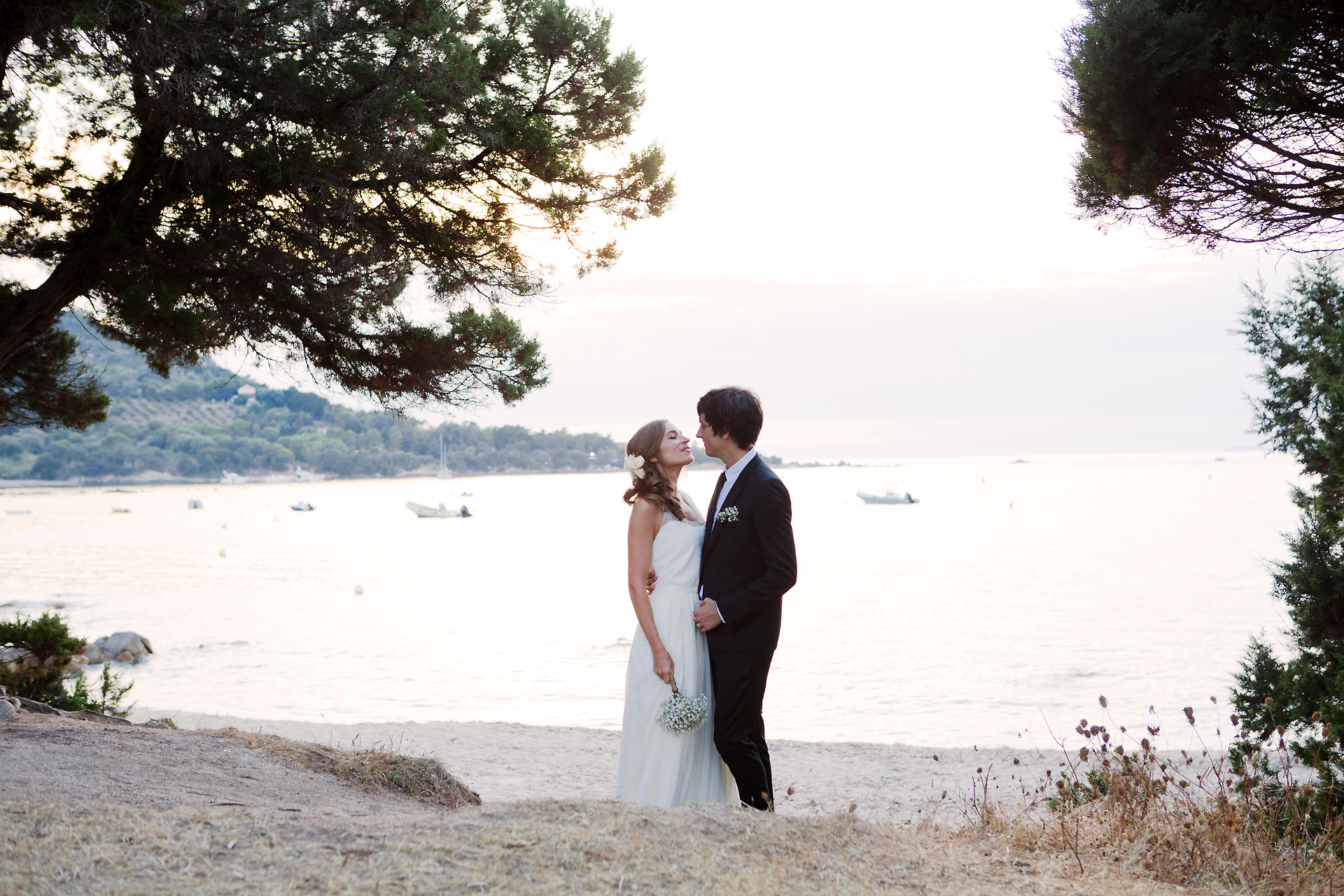 photographe de mariage en corse photo de couple sur la plage